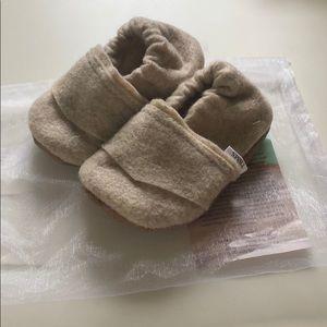 NWOT Handmade Trendy Baby Mocc Shop soft sole shoe